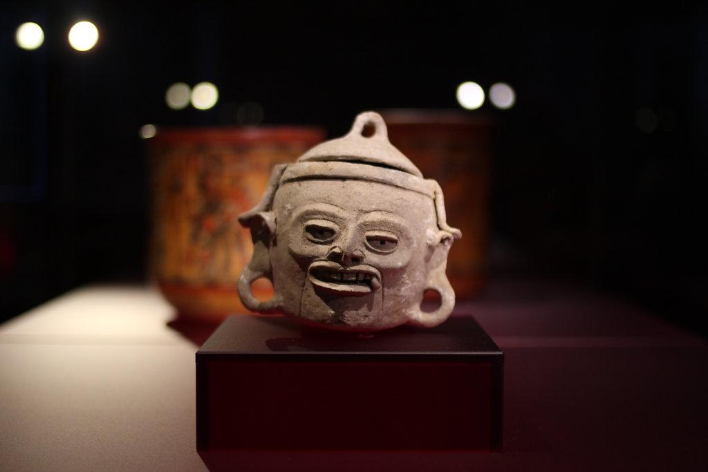 Maya-Gesichtstopf.JPG