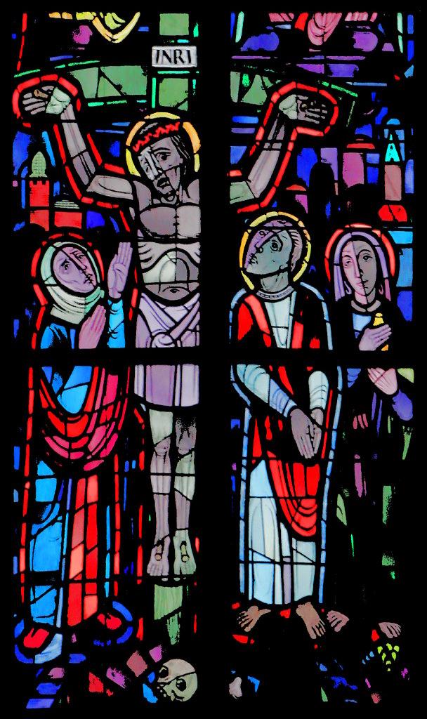 Jesus am Kreuz (rechtes Chorfenster oben)