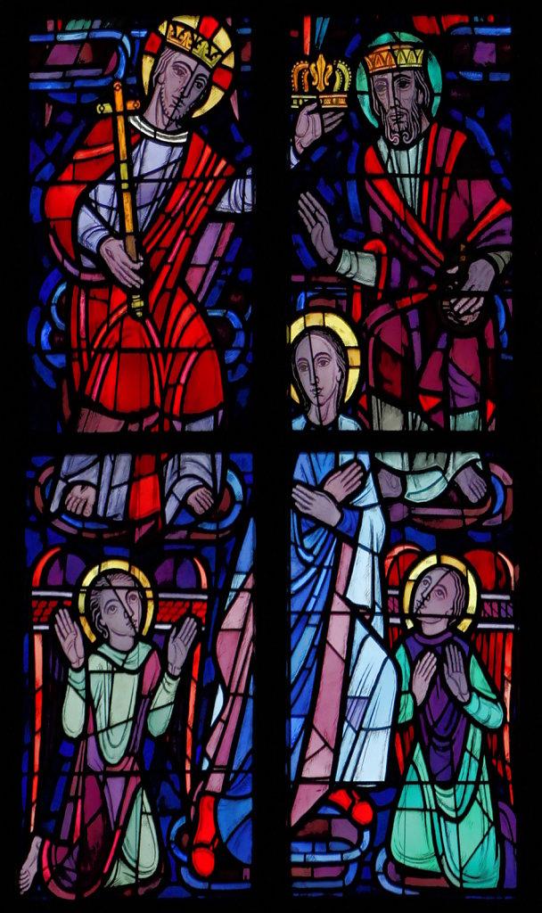 Maria als Patronin der triumphierenden Kirche (mittleres Chorfenster oben)